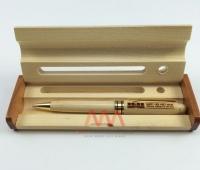 Quà tặng bút gỗ khắc tên