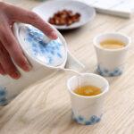 Bộ bình và cốc uống trà họa tiết hoa sen xanh độc đáo đính đá Swarovski