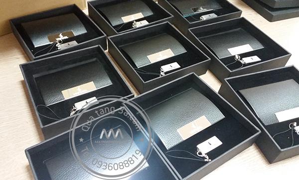 Quà tặng doanh nghiệp Giftset USB và hộp đựng namecard mẫu 1