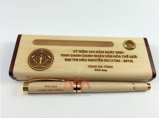 Bút ký gỗ làm quà tặng