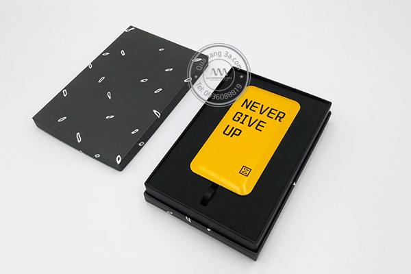 Quà tặng doanh nghiệp pin sạc dự phòng in logo mẫu 6