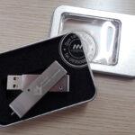 Quà tặng doanh nghiệp USB in logo và hộp đựng mẫu 1