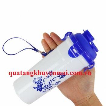 Cốc nhựa có vòi uống