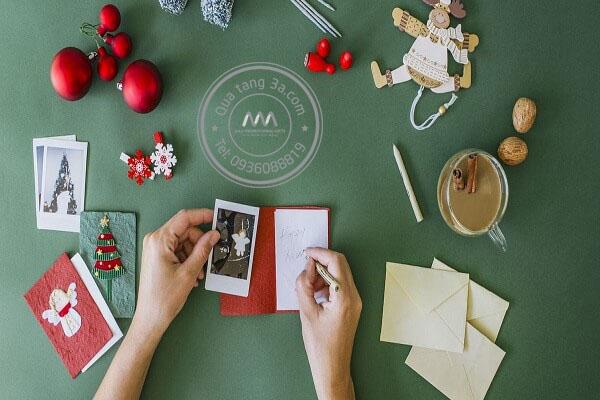 Thiệp giáng sinh là món quá ý nghĩa cho học sinh