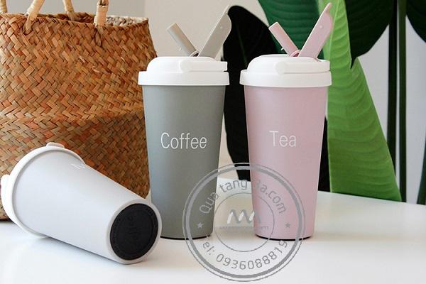 Cốc coffee có quai xách – Quà tặng gia dụng hot nhất